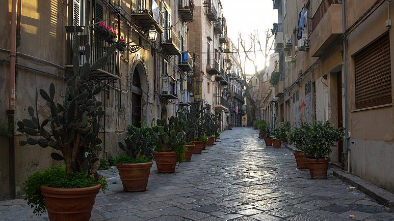 Palermoban is üresek az utcák a koronavírus  - COVID19 miatt elrendelt karantén idején