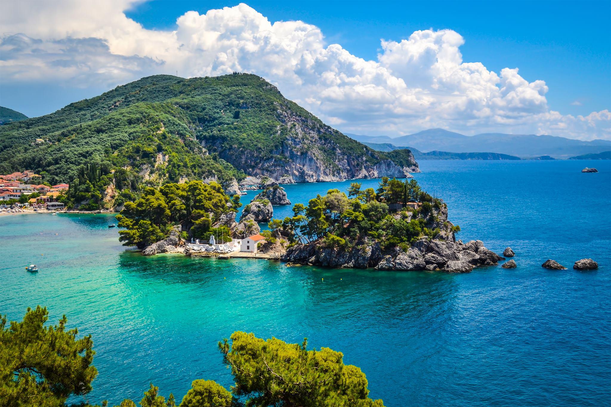 Parga egy bájos kisváros a szárazföldi Görögország nyugati partvidékén, Magyarországról autóval is elérhető
