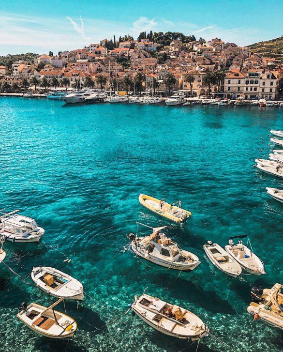Horvátország - csónakok a tengeren